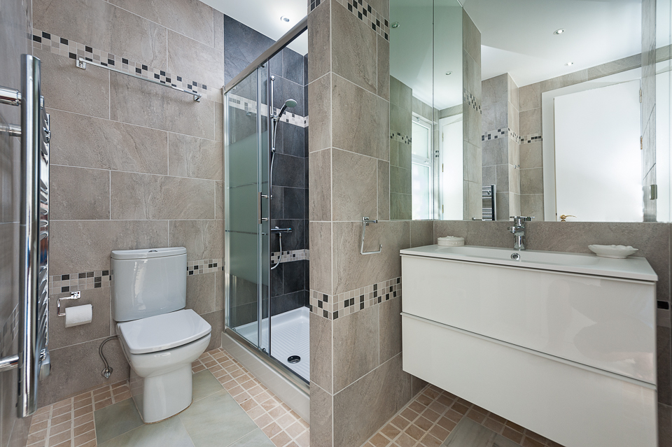 Bathroom refurbishment leicester craven and hargreaves for Bathroom design leicester